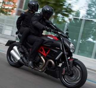 Moto Ducati Diavel Carbon Motos