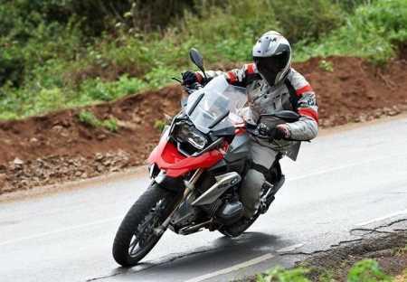 Cómo frenar en moto Motos