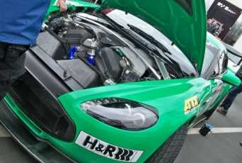 Aston Martin viste de carreras a su V12 Vantage Zagato