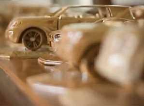 Autos deportivos elaborados con madera